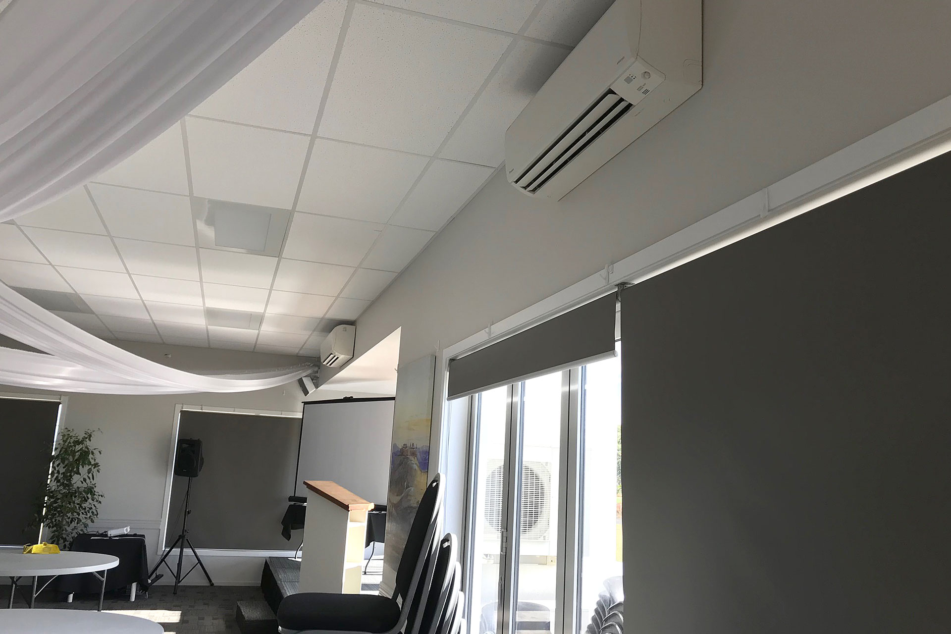 https://superchill.co.nz/wp-content/uploads/2019/06/img-superchill-gateway-conference-room.jpg